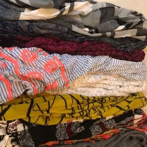 Accessories - Lot of 10 scarfs